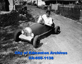 Dave Elmer: midget racing car.