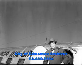 Gene Tunney, former world's heavyweight boxing champion, arrives in Edmonton to inspect gold and ...