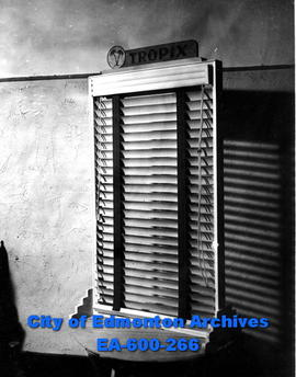 Venetian blinds (details unknown)
