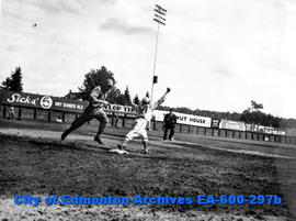 Baseball game between Buffaloes and Cubs at Renfrew Park: (L-R) Dann (Buffaloes centre-fielder), ...
