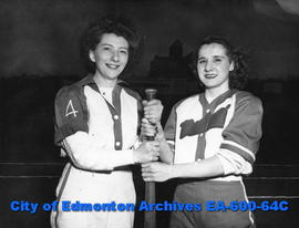 1947 Senior Ladies Fastball League: Walk-Rites versus Mortons.