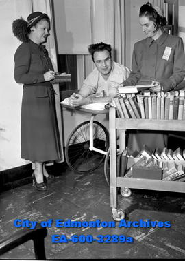 Women's Page: War vets are given books to read. Edward Mittlestadt, Mrs. John Rule, Mrs. N.H. Pie...