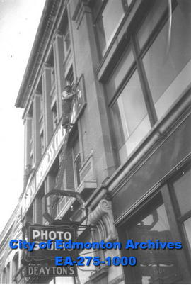 Deayton's Photo Studio sign