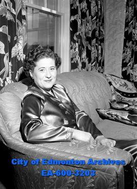 Mrs. George Gleave 4639dc5bc