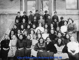 Queen's Avenue School Class