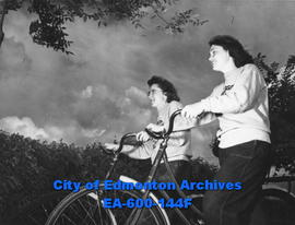 Leona Neubarth and Margaret McMahon, American women cyclists, Edmonton.