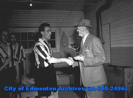 Edmonton Bulletin presents magpie to the Newcastle United Magpies.